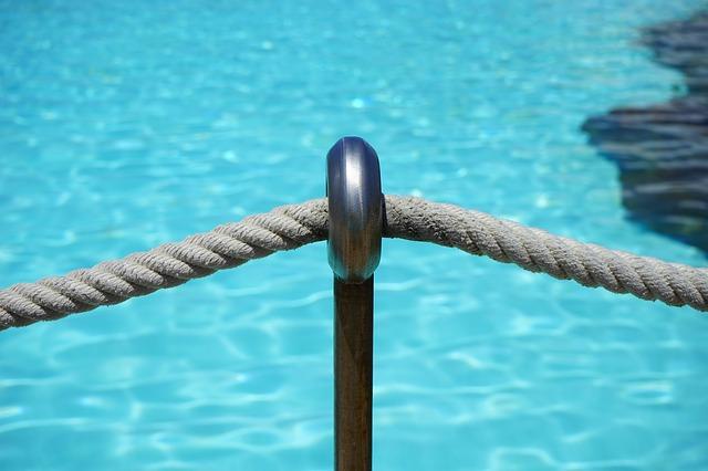 šňůra u vody