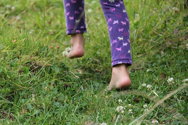 naboso v trávě.jpg