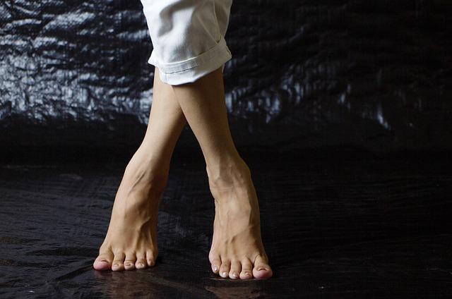 překřížené nohy.jpg