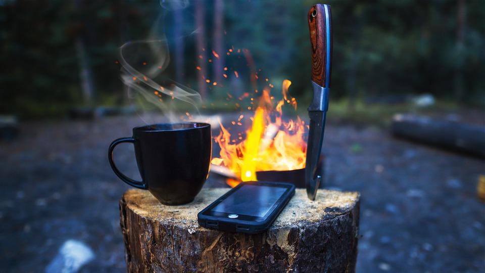 mobil při táboření